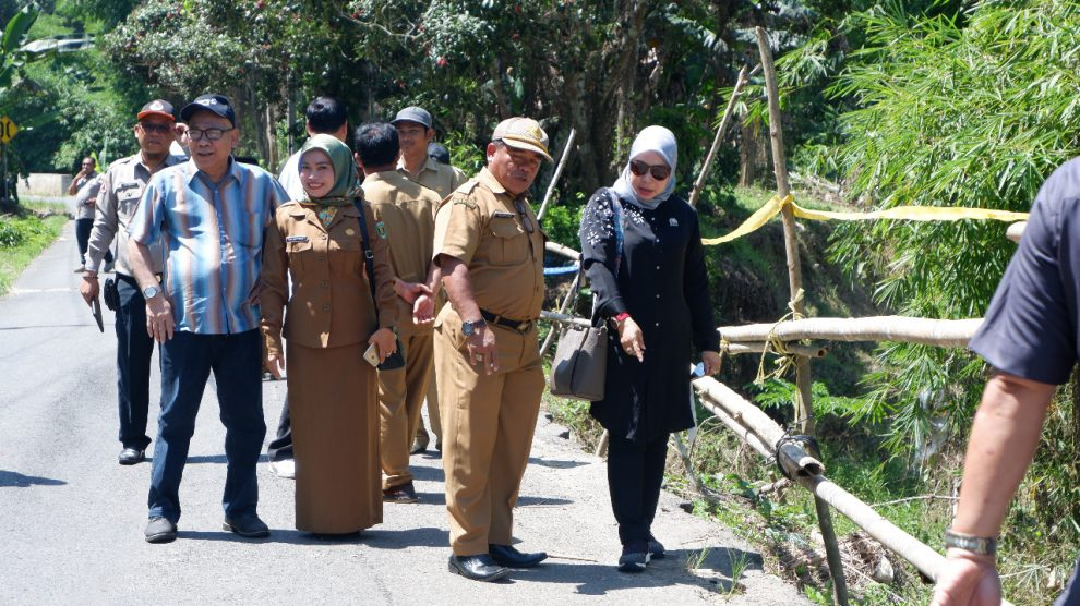 Komisi III usulkan jalan Altenatif Desa Usih akibat rusak karena banjir
